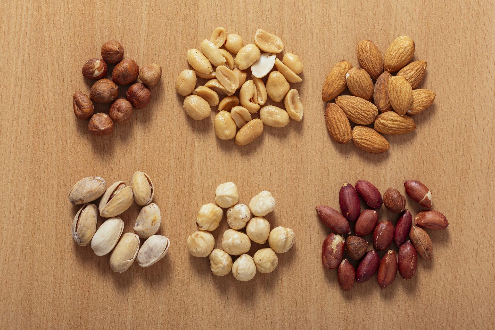 ピーナッツとアーモンドの違いは?健康(栄養面)に注目してみたところ…。