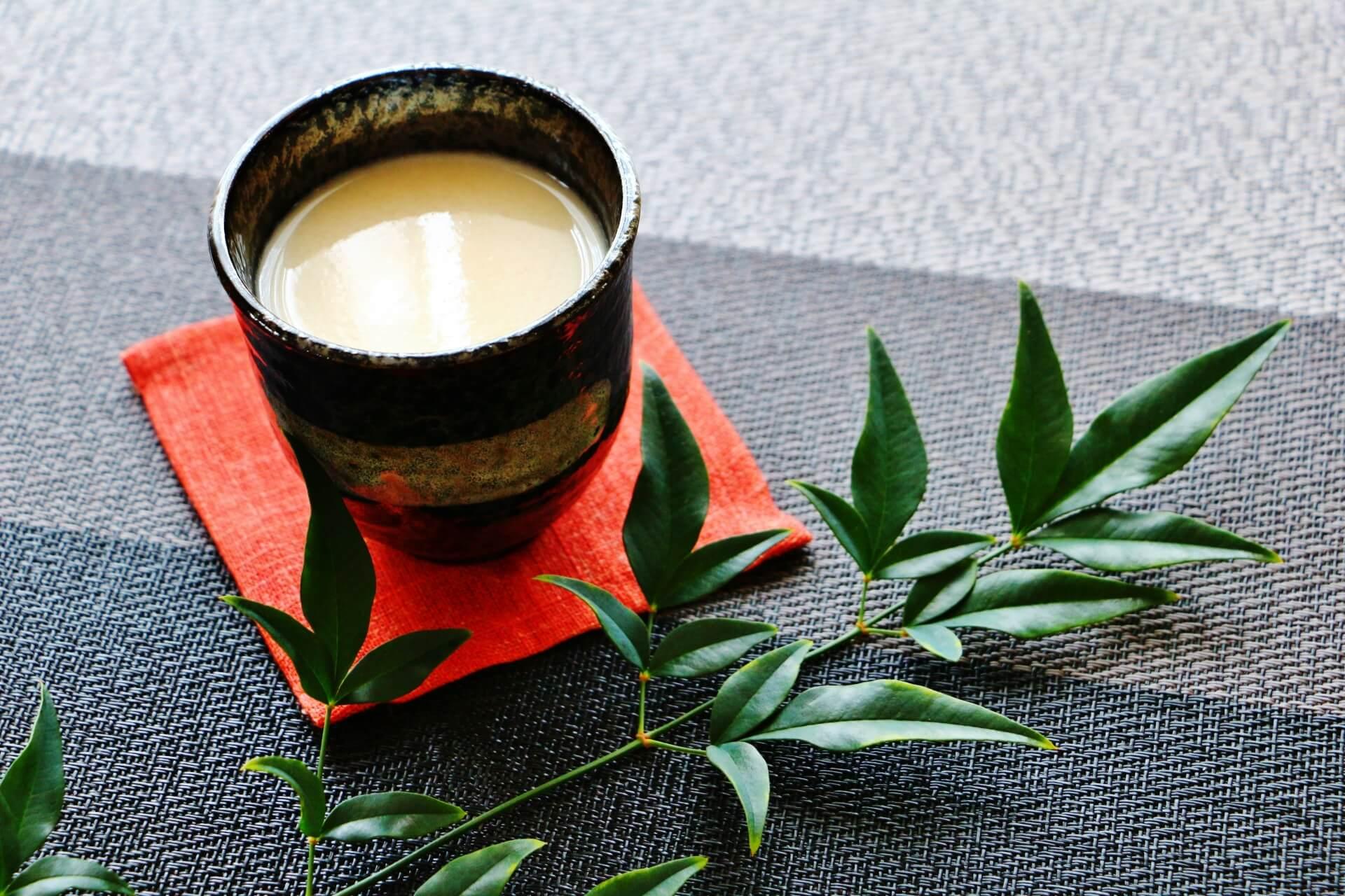 甘酒の効果が酒粕と米麹で違ったり疲労回復や肌に良いと言われたりする理由は?